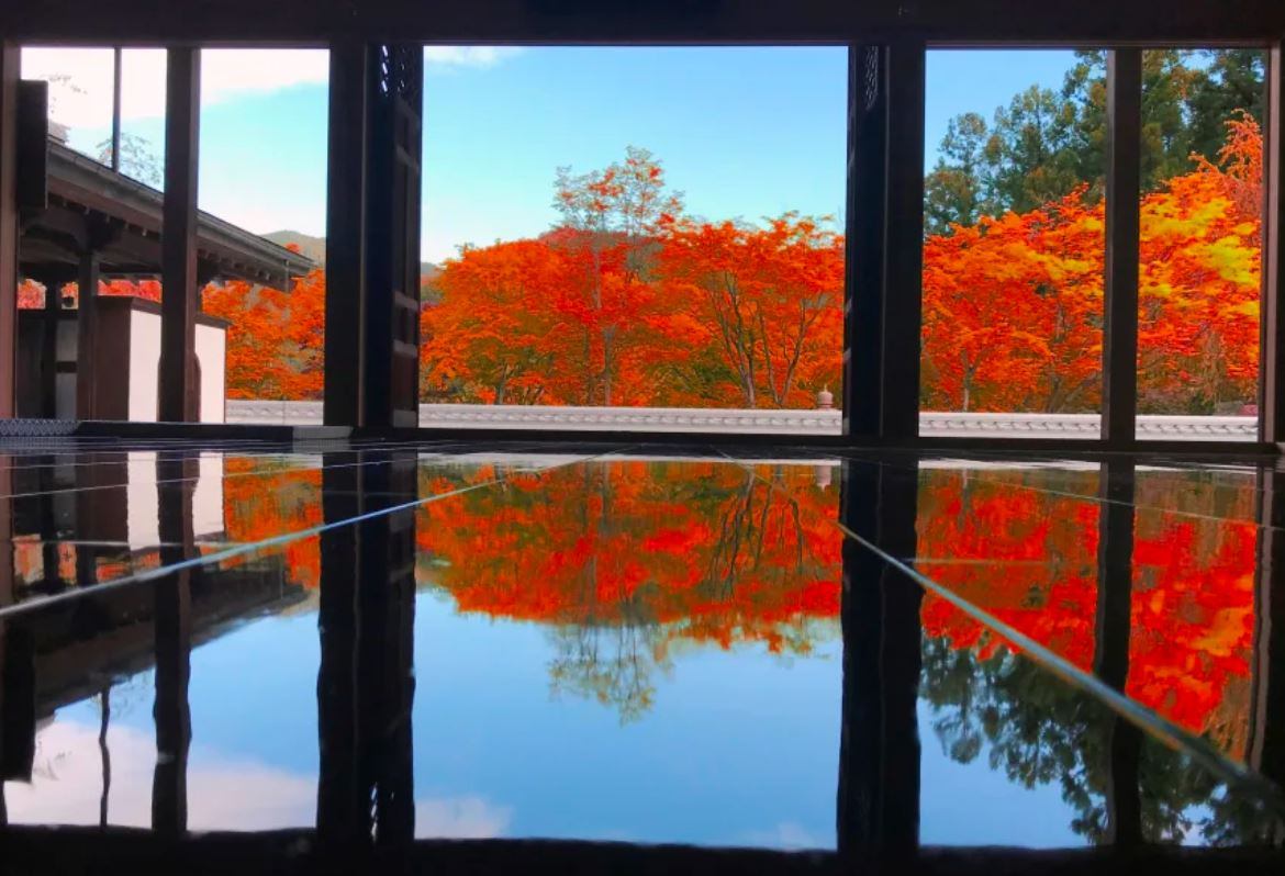 Hotokuji Temple w/ reflective, polished floor