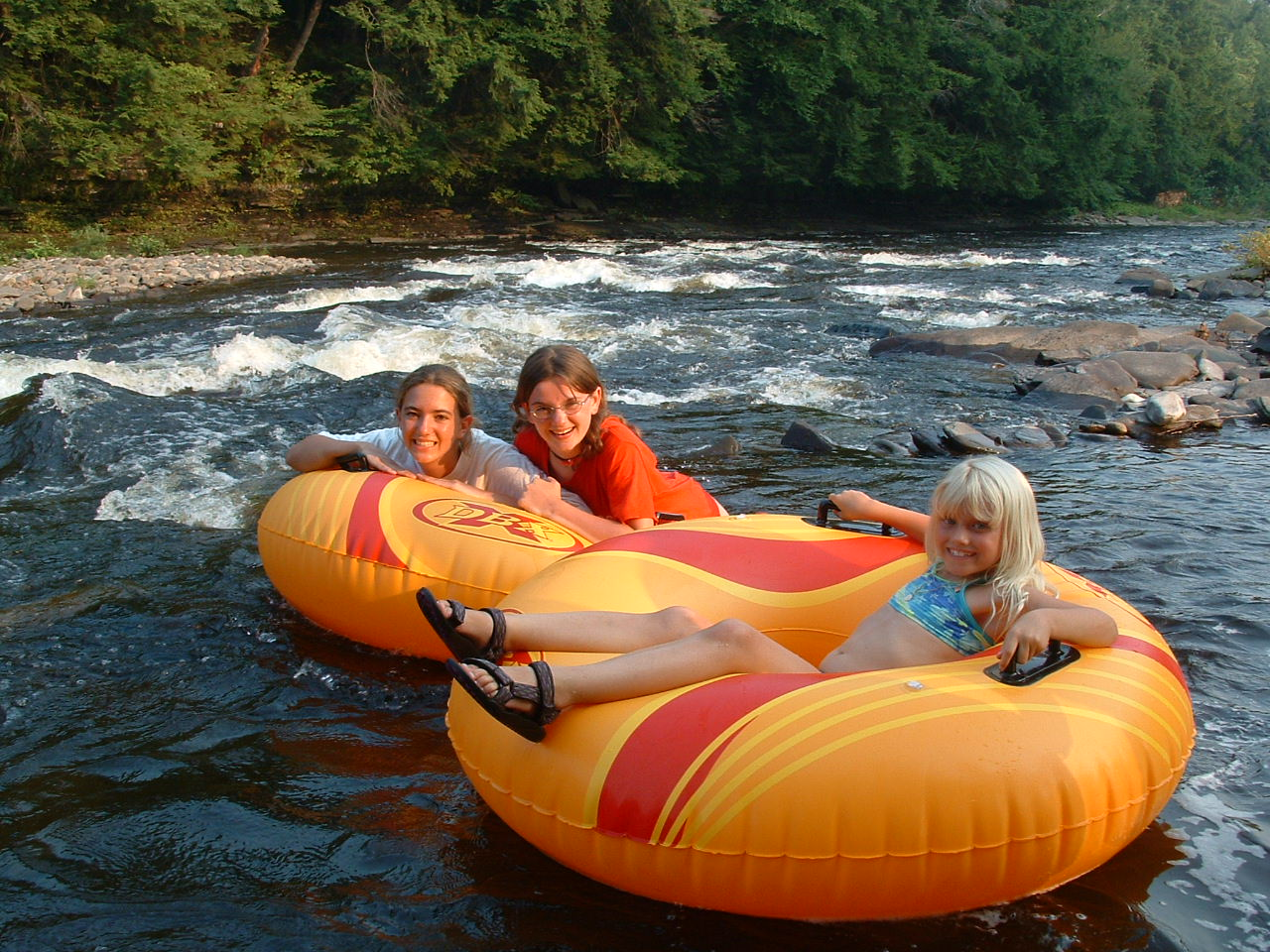 Wellnesste Lodge- River Tubing Fun